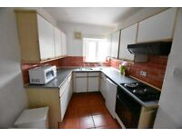 A SPACIOUS 3 DOUBLE BEDROOM FLAT IN A GREAT LOCATION