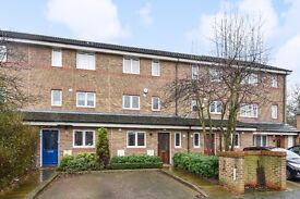 Ann Moss Way - A spacious and modern three bedroom house to rent with parking and private garden