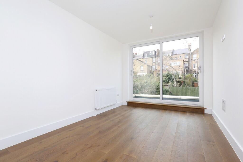 2 bedroom flat in Springdale Road, Stoke Newington, N16