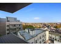 Double Room + own bathroom 20 mins from Victoria. Modern flat with balcony. £795 incl bills and gym.