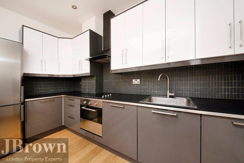 * stunning 2 bed, 2 bathroom property in fantastic area close to Highbury & islington * roof terrace
