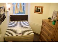 Double room in 3 bedroom flat in Tooting Broadway. Available now.