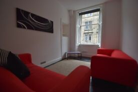 A bright and well-presented 2 bedroom FURNISHED flat in quiet cul-de-sac off Leith Walk.
