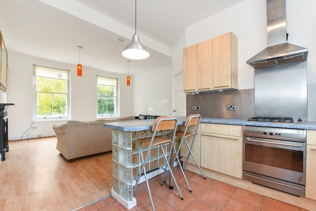 Newly Decorated 2 Bedroom Apartment - Looking over London Fileds - Must See!
