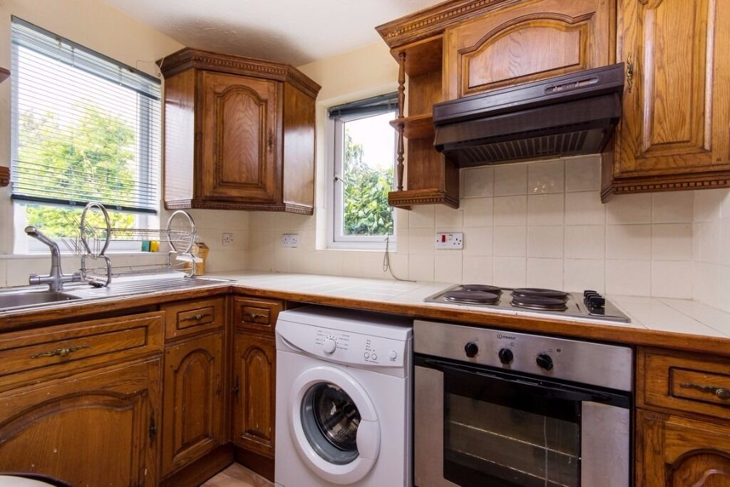 SM4 6DB - CONNAUGHT GARDENS - A STUNNING 2 BED HOUSE WITH GARDEN & ON STREET PARKING - VIEW NOW