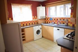 LARGE 3 DOUBLE BEDROOM GROUND FLOOR MAISONETTE TO RENT IN HENDON NW4
