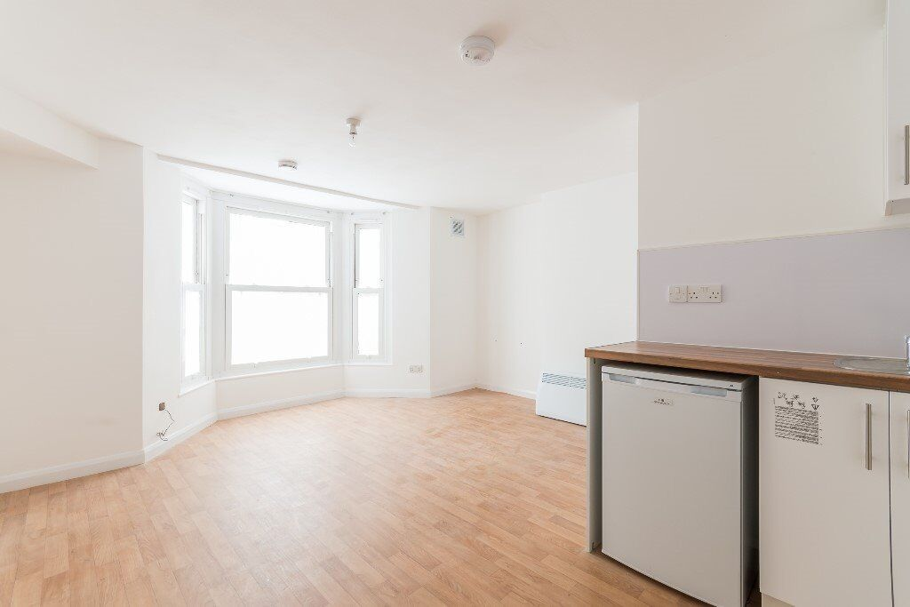 Modern contemporary studio flat in Catford. ALL BILLS INCLUDED except electricity