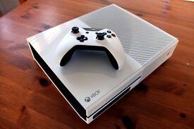 White Xbox One 500g w/Games