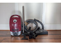 Miele 2000W vacuum cleaner (Hardly been used)