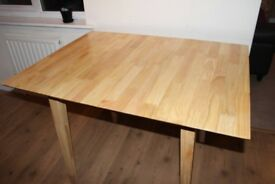 dinner table as new, used only during 6 months.