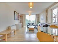 Stunning 2 Bedroom with Secure parking and 24hr concierge in Limehouse, balcony, 1 minute to DLR