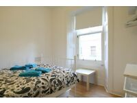 EDINBURGH FESTIVAL LET (Ref 837) 1 bedroom flat in amazing Festival location next to S. Clerk St!!