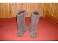 Chocolate brown BEAR PAW ladies boots