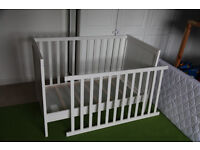 IKEA Sundvik Baby / Toddler Cot Bed, wood, white comes with mattress (Julius Zoellner)