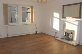 Bright 1st floor unfurnished 3 double bedroom flat in well kept close on street parking £550pcm
