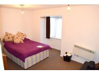 AMAZING STUDIO FLAT ALMOST LIKE A 1 BED FLAT, IN HILLINGDON/HAYES DONT MISS OUT! GREAT VALUE!!