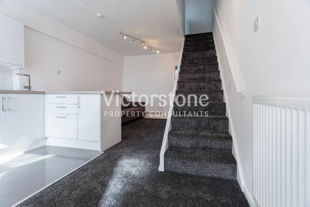 PERFECT 3 BEDROOM APARTMENT IN BRICK LANE SHOREDITCH BETHNAL GREEN BRAND NEW CARPET REFURB