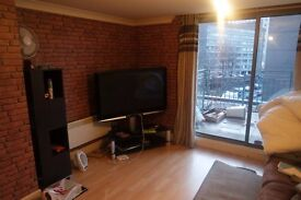 Stunning 2 Bed, 2 Bath Flat in Broadway Plaza