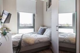 Luxury Airy Ensuite Studio Like & Room With Wifi, GYM, SPA, Near Shops and Station.Bills Inc.Zone 2