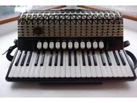 Hohner Atlantic IVN Musette with palm master.4 reed master LMMM and MMM(musette).Good Scottish sound