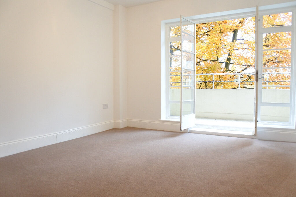 Fantastic fully refurbished 3 bedroom apartment located in Highgate