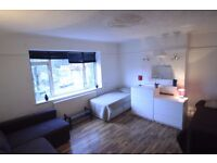 BEAUTIFUL LARGE TWIN ROOM TO RENT OPPOSITE MANOR HOUSE TUBE STATION 13M