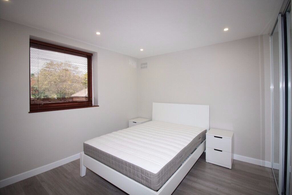 - No agency fees - 2 bedroom property in E14 available NOW!