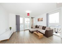 # Beautiful 2 bed 2 bath coming available in Greenland place - Surry Quays!!