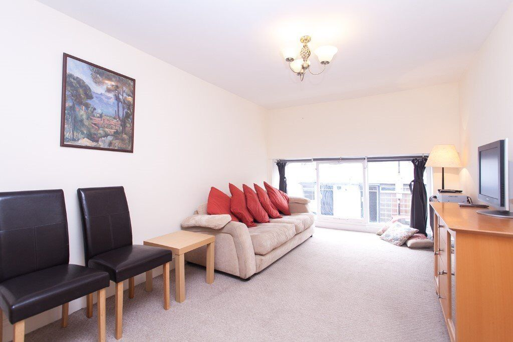 Two Bed Flat Moments to Hollway and Highbury/Islington Stations
