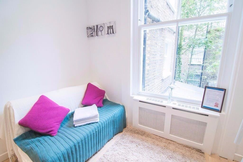 Self contained studio SHORT LET W KENSINGTON £375 all bills included