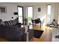 2 Bedroom Top Floor Apartment with double parking near Media City UK, Salford Quays, M50