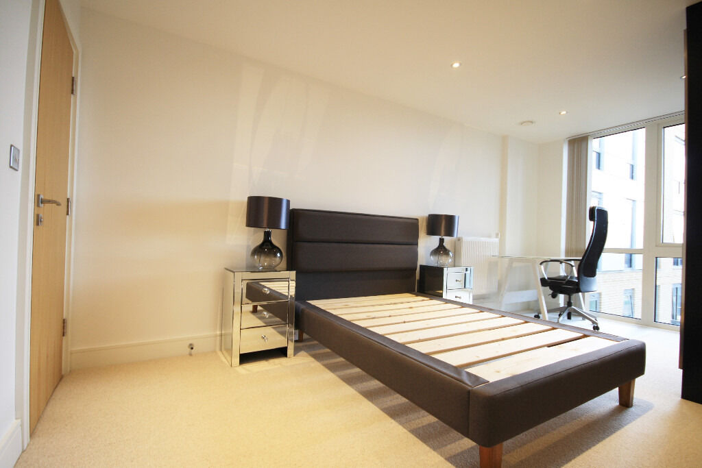 Modern two bedroom, two bathroom apartment overlooking the River Thames