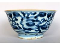 China Great Antique Chinese bowl from the Ming Dynasty 1368-1643 with peonies and blue seal