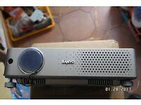 PROJECTOR SANYO PLC-XU73. PRO X TRAX MULTIVERSE.