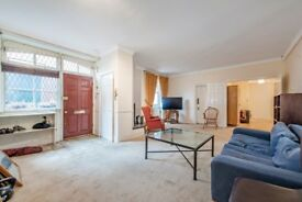 Spacious three bedroom flat to rent in Bayswater
