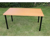 Attractive, robust and versatile table (150cm x 80cm) with easily detachable legs