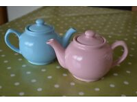 Pair of small tea pots - Pink and blue