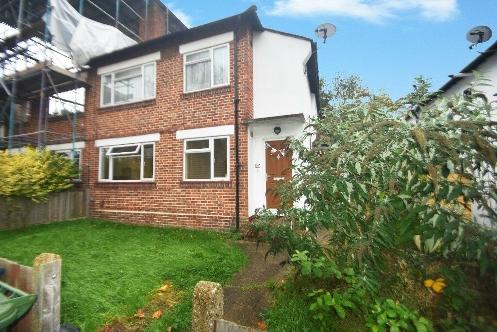 RARELY AVAILABLE 2 BED GROUND FLOOR MAISONETTE WITH SHARE OF FREEHOLD (REF 11647)