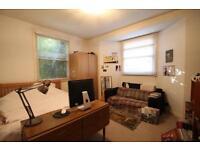 2 bedroom flat in Brookfield Road, Victoria Park, E9