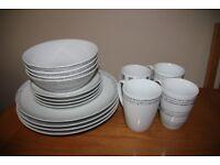 16 Piece Dinner Set - 4 x dinner plates, 4 x side plates, 4 x bowls, 4 x mugs.