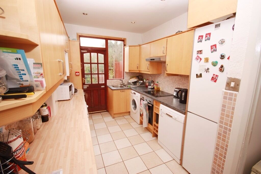 A spacious double in a friendly professional house share in Kensal Rise