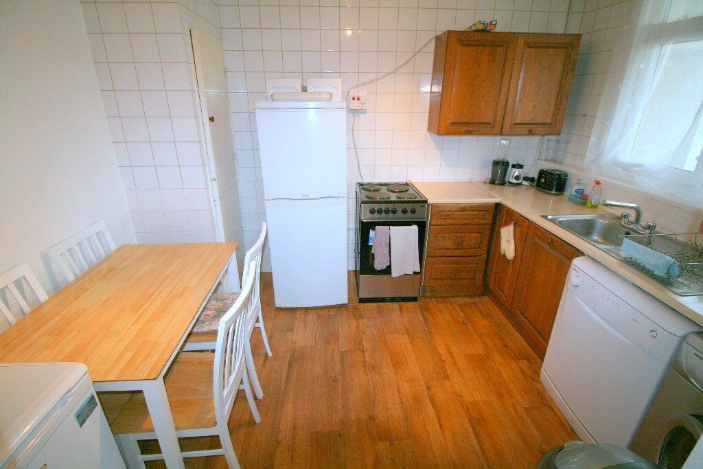 2 doubles in same flat IN Walthamstow, NEWLY REFURBISHED! (one is for couples!!)