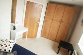Perfect double room available now!All bills included with the price and ONLY HALF MONTH DEPOSIT