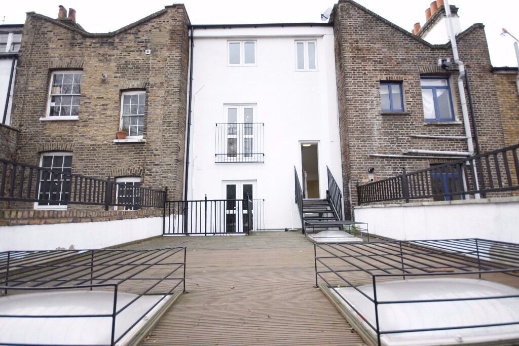 1 bed flat to rent Just £1,300 pcm (£300 pw) Cannon Street Road, Whitechapel, London E1