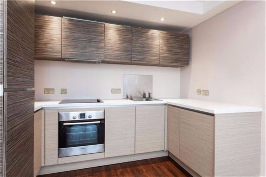 Modern 2 bedroom flat close to central.. It can't be beat!