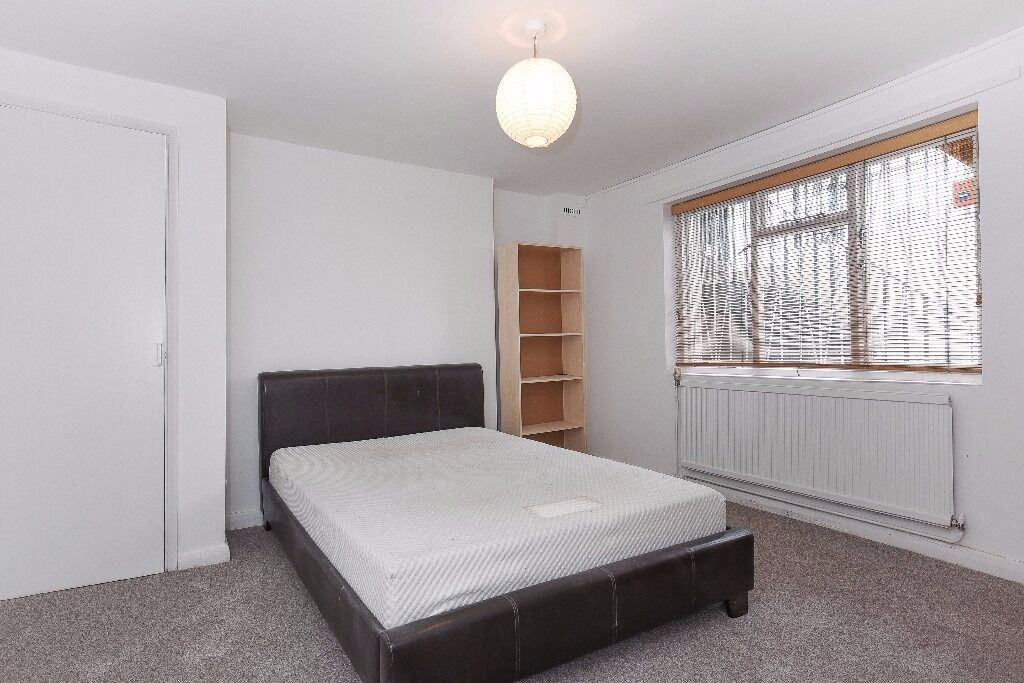 **£600pw** NEWLY REFURBISHED 3 bedroom with LARGE GARDEN - Offord Road N1