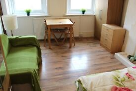BILLS INCLUDED! SUPER LARGE STUDIO WITH SEPARATE KITCHEN NR ZONE 2 NIGHT TUBES, TRAINS & 24HR BUSES
