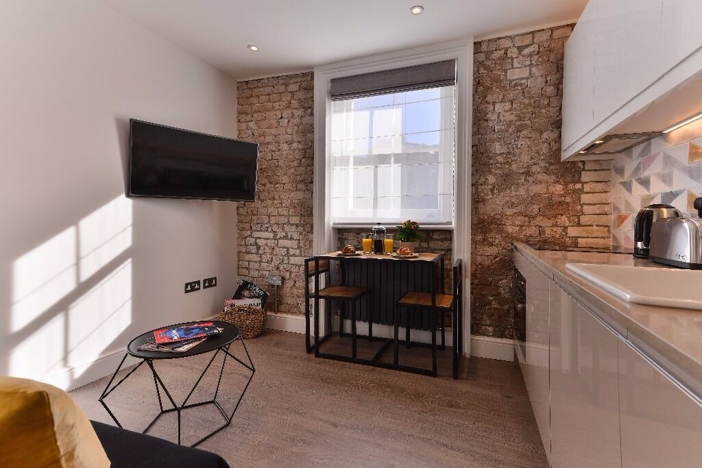 Short Let - Available 31st March - 10'Baker Street - All Bills & Wi-Fi included