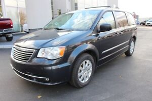 2014 Chrysler Town & Country - Power Doors - Liftgate