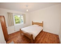 Newly refurbished 1st-floor double room situated in this recently renovated house